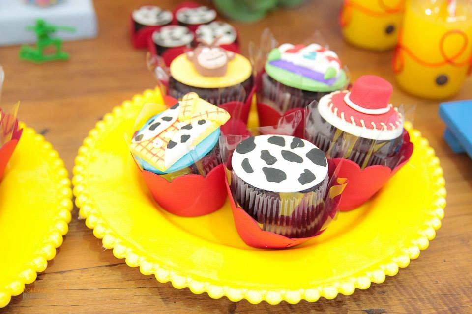 toy-story-birthday-party-ideas-via-little-wish-parties-childrens-party-blog-cupcakes