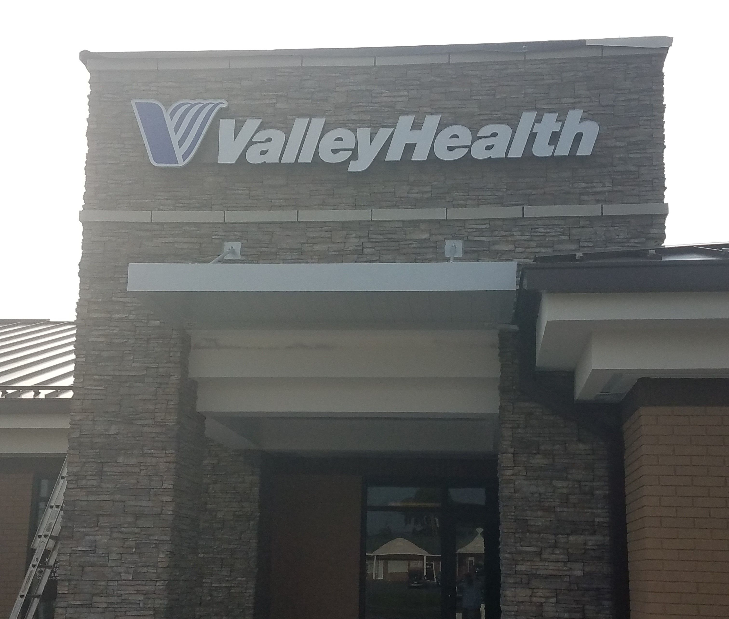 Masa Extrudeck Canopy At Valley Health In Martinsburg Wv Architecture Designbuild Metalwork Americanmade Westvirginia Custom Canopy Awning Canopy Canopy