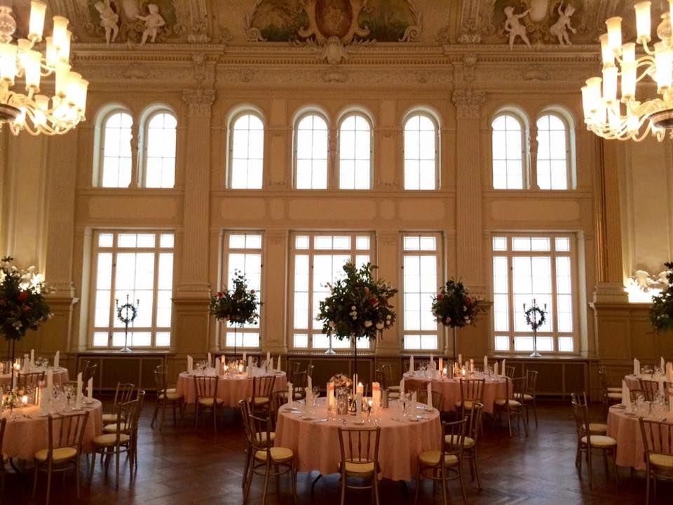 Hochzeit in Gold, Barocksaal, goldene Stühle, Vintagewedding, Bugholzstuhl GOLDFINCH