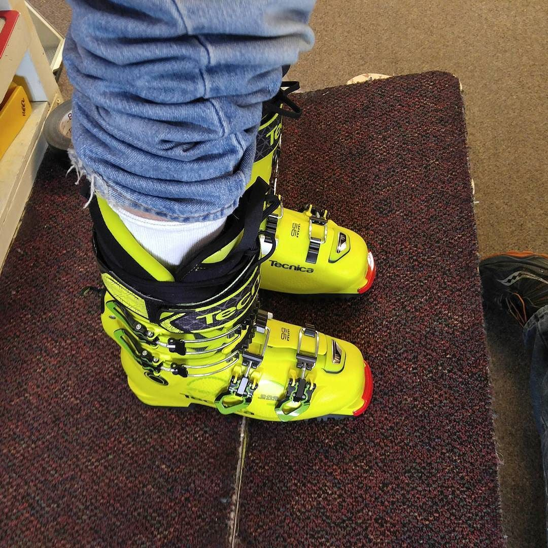 14erskiers On Instagram Molding And New Footbeds At Cb Sports With The New Tecnica Zero G Pro Guide Boots Can T Wait To Pu Boots Backcountry Skiing Sports