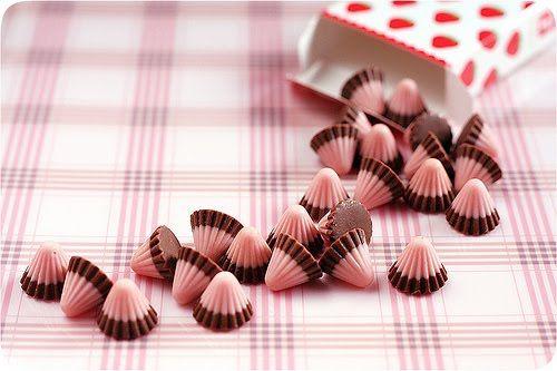 Bombons de chocolate e morango