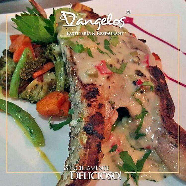 Un delicioso Lebranche en salsa de pimentón? En D'angelos complacemos tus gustos más exigentes y ofrecemos #delivery hasta tu puerta #SencillamenteDelicioso