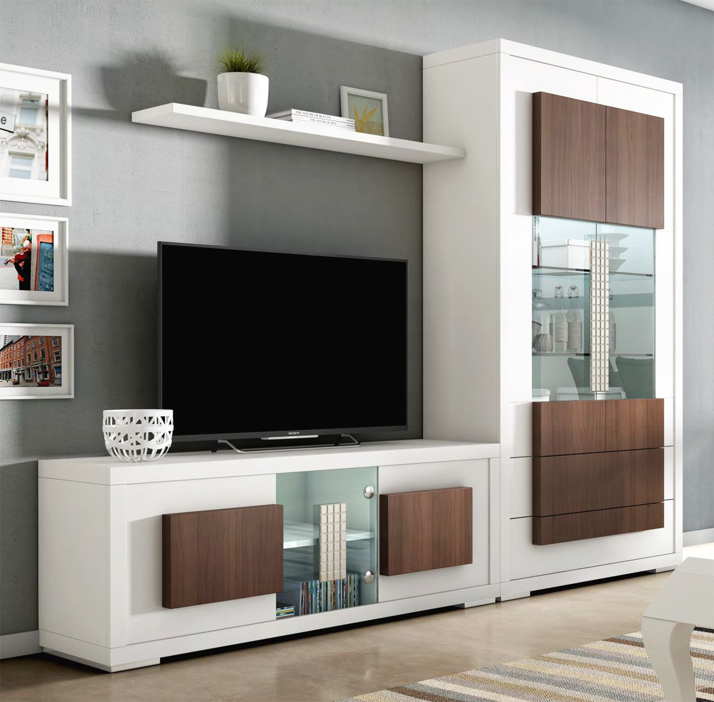Muebles de sal n de dise o con vitrina y mesa tv madera en for Mesas de televisor modernas