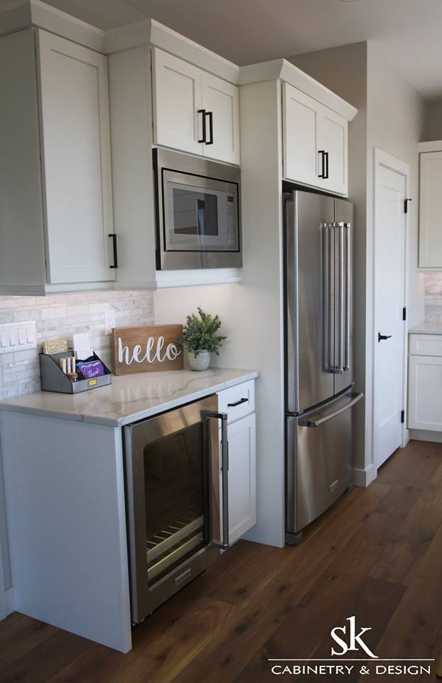 Cabinetry Yorktowne Iconic Series Maple In A White Icing Paint Finish Countertops Klondike Quartz Calcutt Home Kitchens Kitchen Plans Kitchen Inspirations