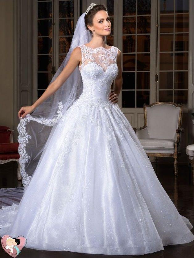 Em um casamento tradicional, a noiva privilegia o vestido branco com ...