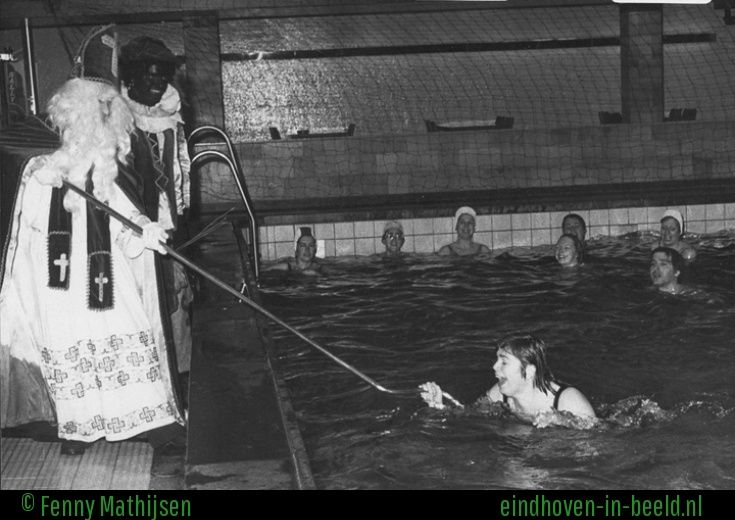 December 1977 kwam Sinterklaas hoogstpersoonlijk zwemles geven bij PSV-zwemmen.