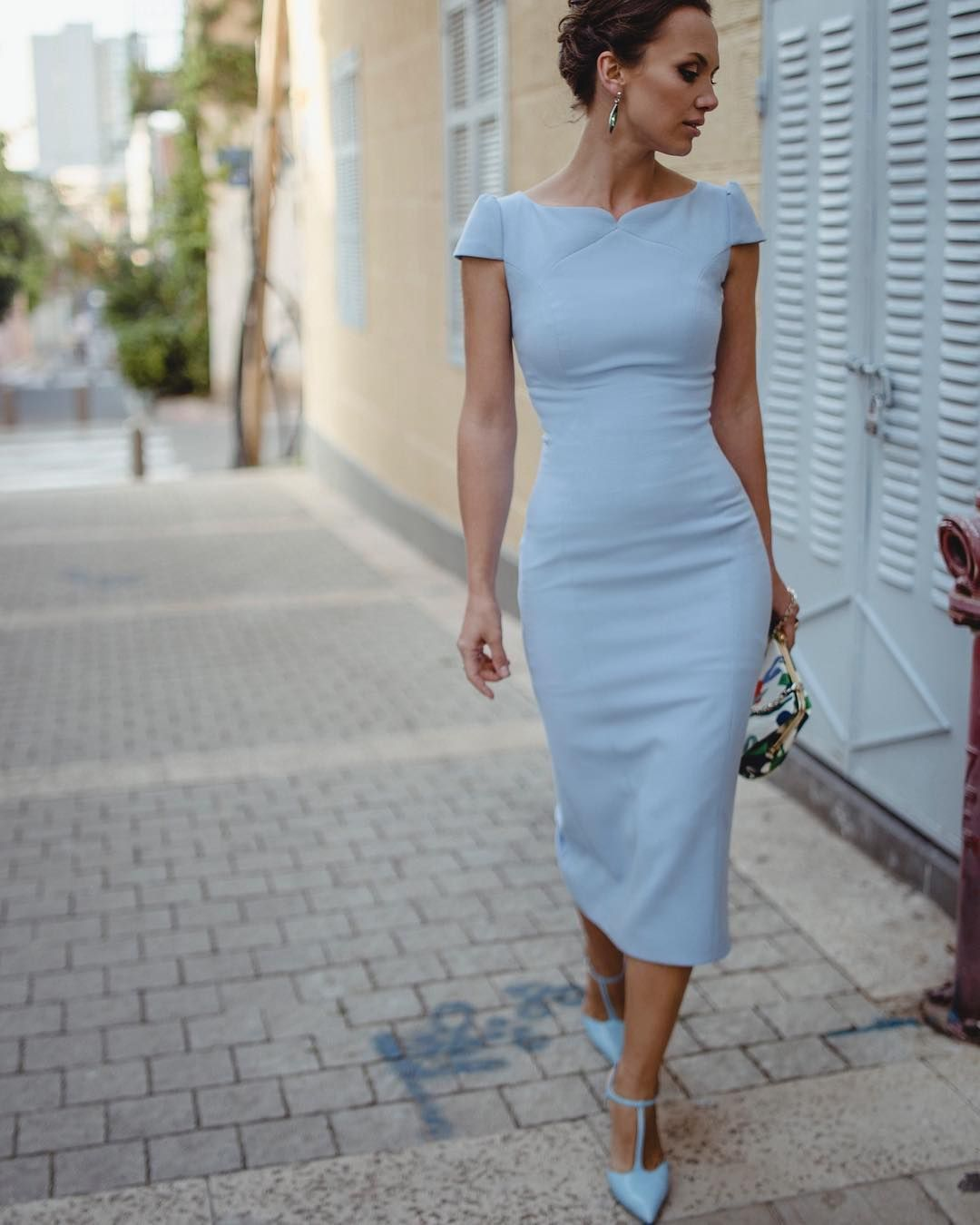 Строгое платье на работу для девушек стильное как поддержать девушку когда она устала на работе