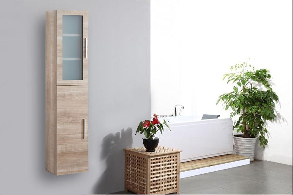 colonne salle de bain avec une porte