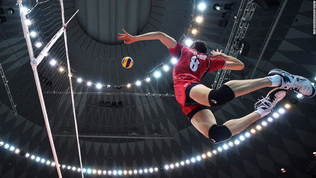 What A Shot 34 Amazing Sports Photos Cnn Com Volleyball Wallpaper Volleyball Poses Mens Volleyball
