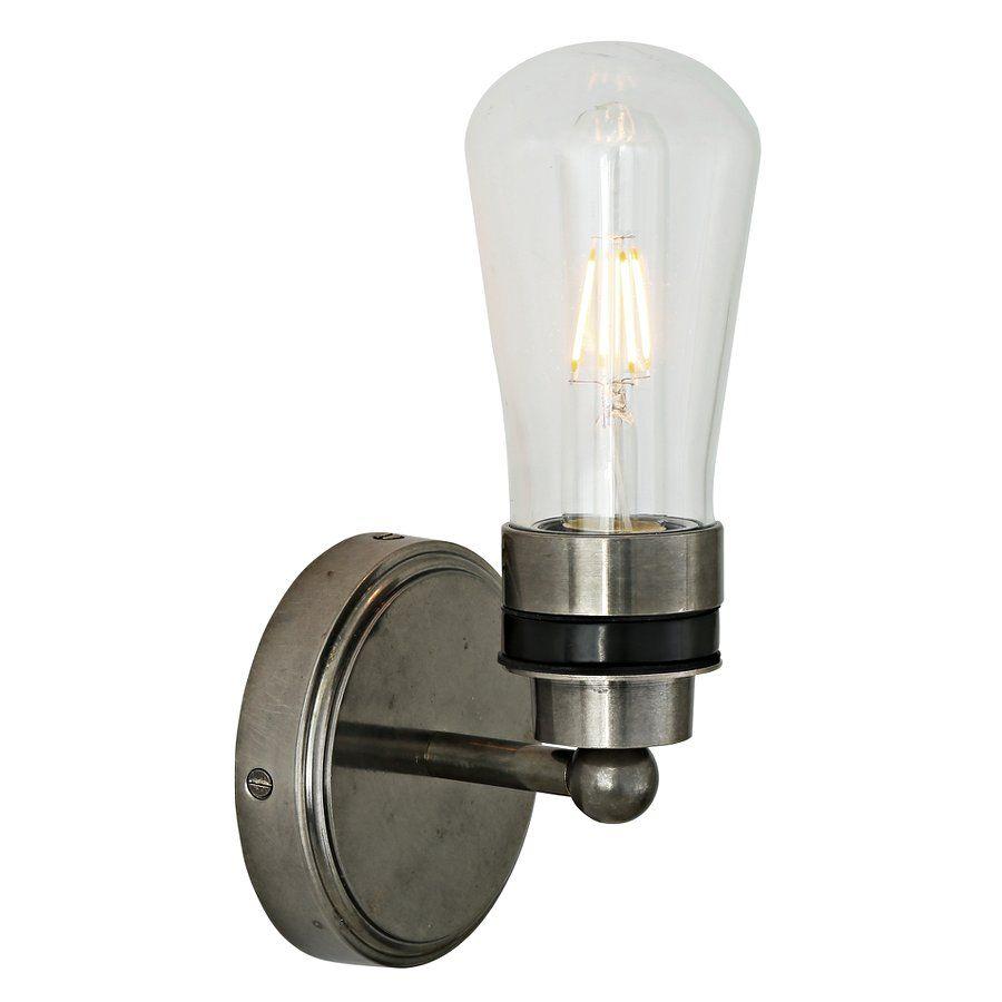 Diese Kleine Wandlampe Ist Mit Einem Klaren Tropfenformigen Glaskolben Versehen Das Leuchtmittel Ist Mit Lampen Badezimmer Deckenleuchte Badezimmer Wandlampe