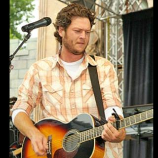 I think Blake Shelton is mighty fine. That is all.