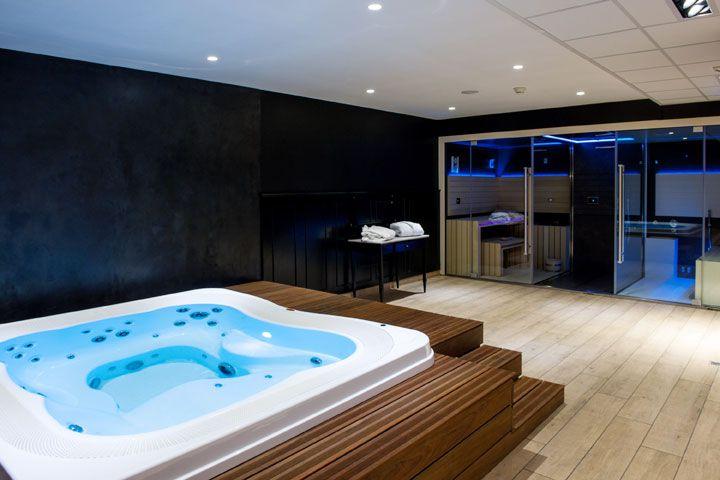 Centre Wellness Equipe Avec Un Spa Enjoy Encastre Et Un Combine Sauna Douche Hammam De Jacuzzi Grand Ho Jacuzzi Interieur Des Salles De Spa Jaccuzi Interieur