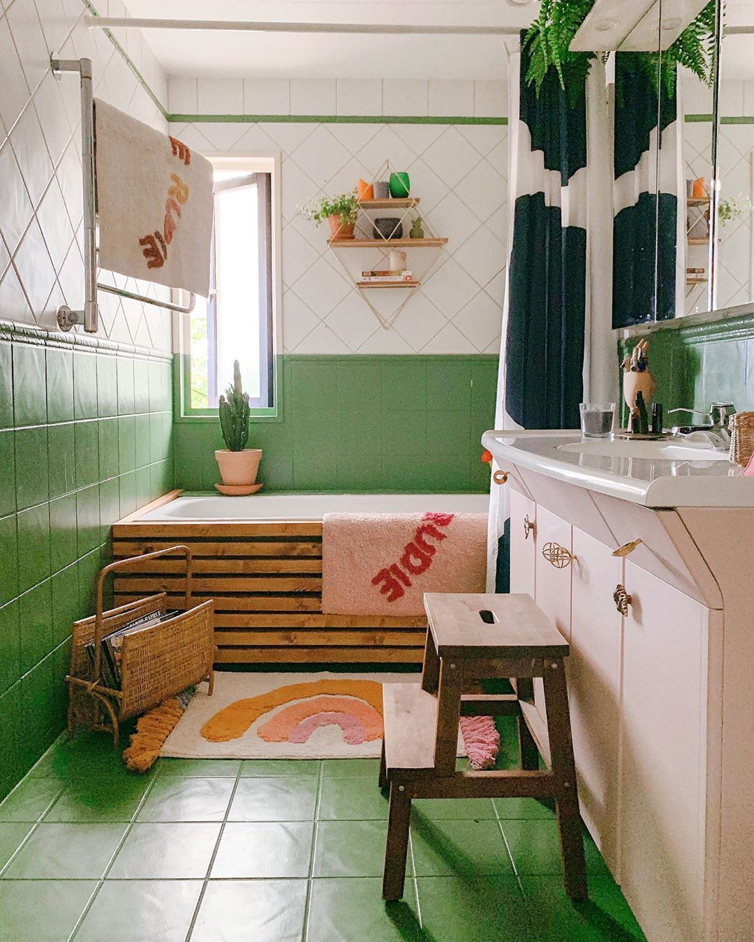 Best Ways To Redecorate With Green: Ready To Redecorate? Check Out These Green Bathrooms From