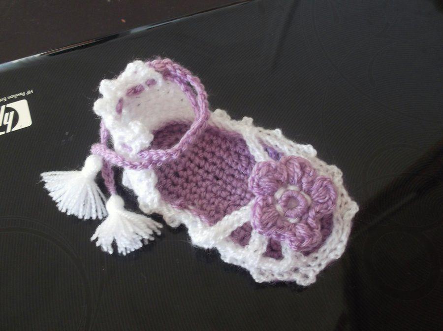 Newfreebabycrochetpatterns strappy sandals baby booties newfreebabycrochetpatterns strappy sandals baby booties crochet pattern dt1010fo