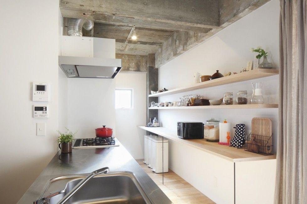 Come arredare una casa buia - Mensole per una cucina più luminosa