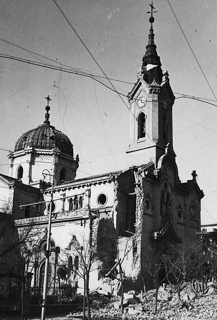 Hospital e Iglesia del Buen Suceso, calle Princesa (año 1868). Después de ser reconstruidos los desperfectos que sufrió en la guerra civil,  fue  demolida en 1975.