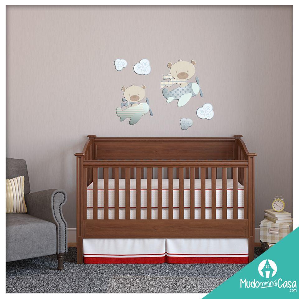 A Maternidade é um momento mágico para a família, e montar o quartinho do bebê que está a caminho também deve ser. O quarto do bebê deve ser aconchegante e tranquilo, e é importante não exagerar neste ambiente. Uma solução para a decoração prática, criativa e diferenciada são os Acrílicos de Parede, e o Mudo Minha Casa tem opções lindas para os quartos de bebês. Confiram!