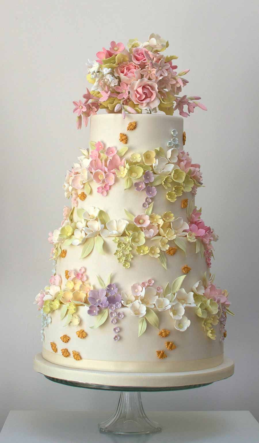 Absolutely Beautiful Flowers On This Wedding Cake