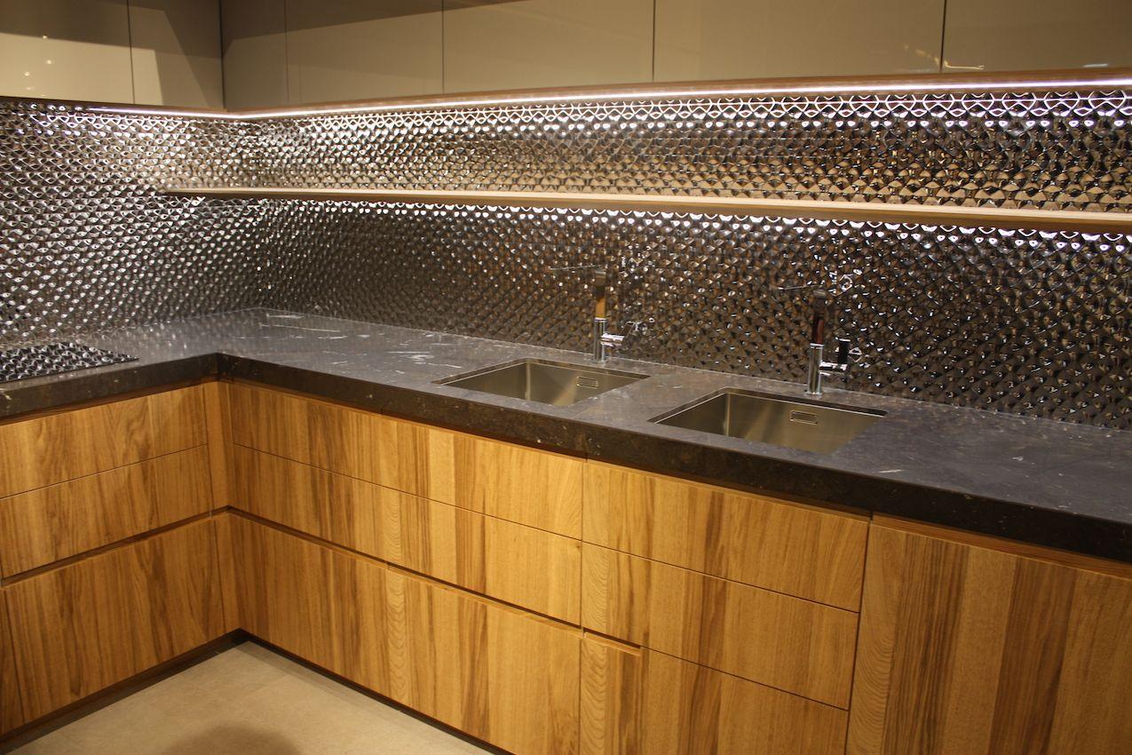 Mailands Eurocucina Highlights Neueste In Kuchendesign Und Technologie Mit Bildern Kuchendesign Kuchen Design Led Beleuchtung