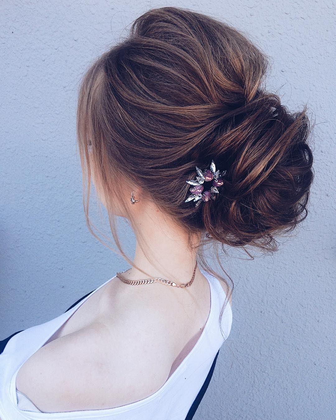 This pretty updo wedding hairstyle with hair accessories perfect for