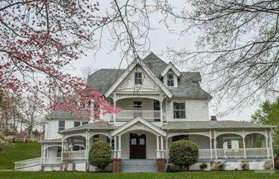 La Follette Home For Sale Abandoned Mansion For Sale Historic Homes Victorian Homes