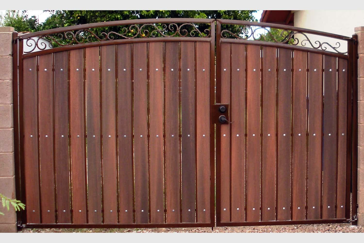 Decorative Arched Rv Gate With Rust And Redwood Ideas
