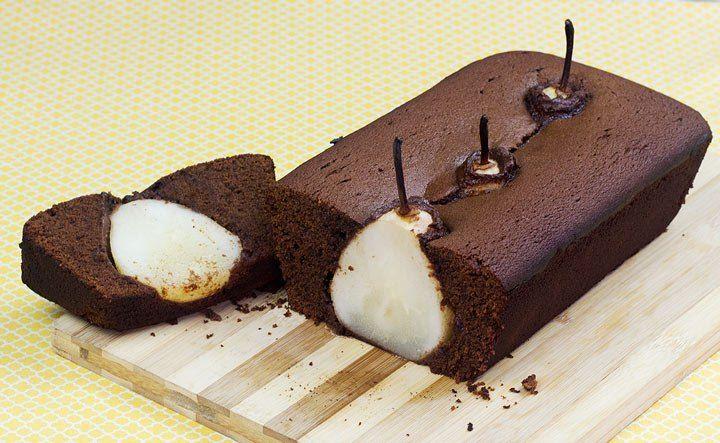 Bolo De Chocolate Com Pera Inteira Com Imagens Bolo De Chocolate Ingredientes De Bolo Food Cakes