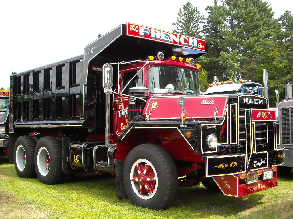antique trucks pics from aths barrington nh 2012 antique and classic mack trucks  [ 1024 x 768 Pixel ]