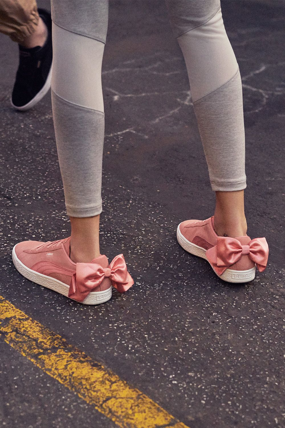 23fff4cd7911 Puma Suede Bow  kultsneaker  sneaker  puma  bow  rosa  pink  trend  style   fashion  mode  schuhe  glamour  glamourgermany
