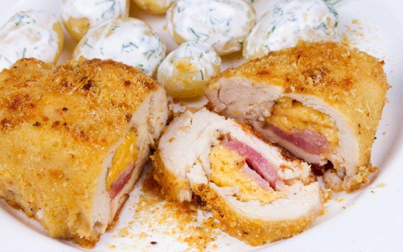 Peito de frango lowcarb recheado e empanado sem farinha