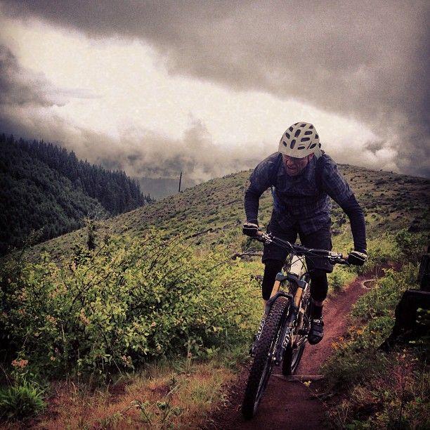 adventurerefugee:  Nick riding in the clouds. #oregonenduroseries #mountainbiking