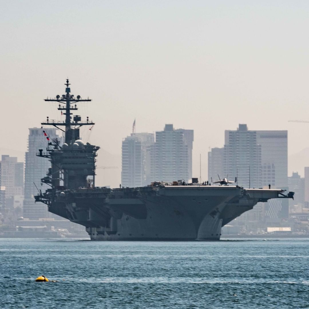 4 820 Likes 29 Comments U S Pacific Fleet Uspacificfleet On Instagram The Aircraft Carrier Ussabrahamlincoln Sails Through San Diego Bay On Thursday A In 2020