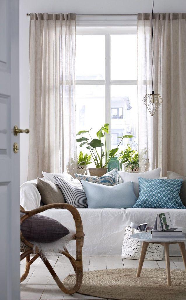 Sisusta tyynyillä, kehystä verhoilla ja viihdytä detaljeilla