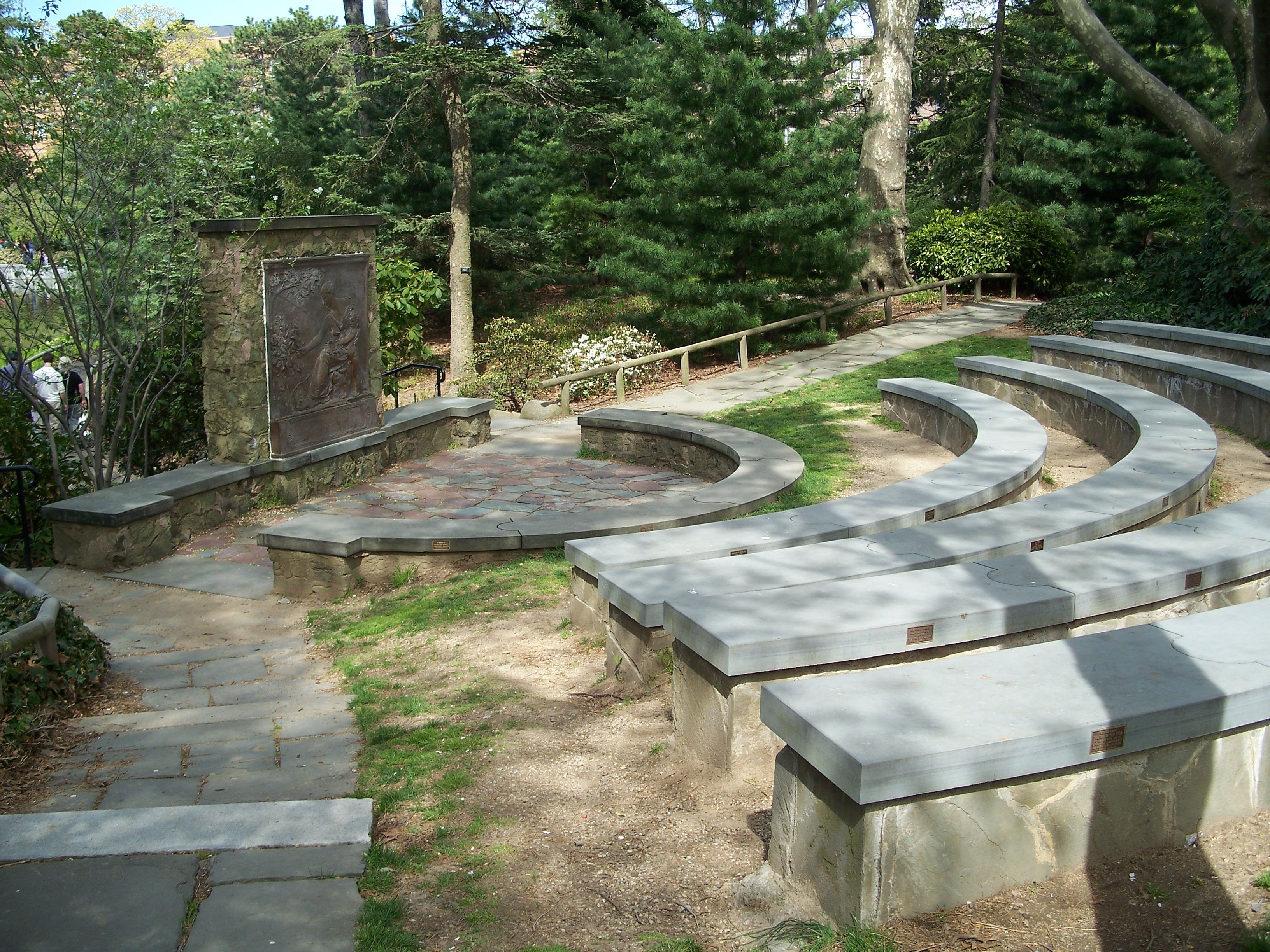Ceremony Site Bbg Alfred T White Memorial And Amphitheater Brooklyn Botanical Garden Botanical Gardens Outdoor Decor