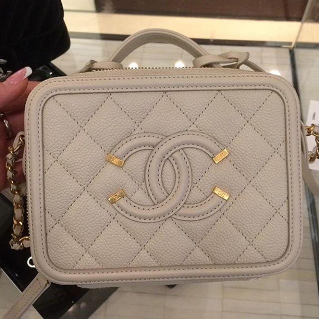 8eaab248d022 Chanel CC Filigree Vanity Case Bag | 行李箱| Chanel vanity case ...