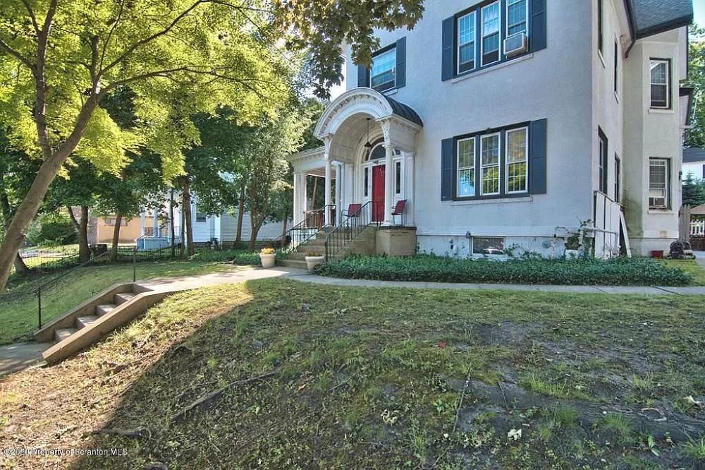 630 Jefferson Ave Scranton Pa 18510 Mls 20 2162 Zillow Multi Family Homes Decks And Porches Historical Architecture