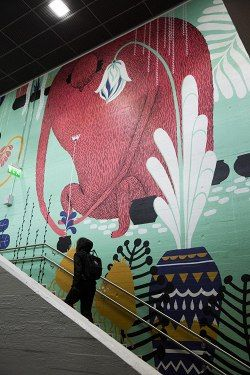 Multicoloured Dreams -kollektiivin muraaleja Vantaan Myyrmäen asemalla.