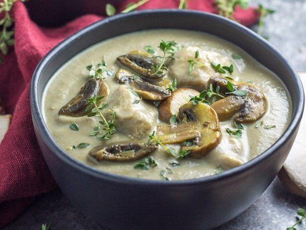 طريقة عمل شوربة الدجاج بالكريمة والمشروم طريقة Recipe Healthy Soup Recipes Whole 30 Recipes Healthy Soup