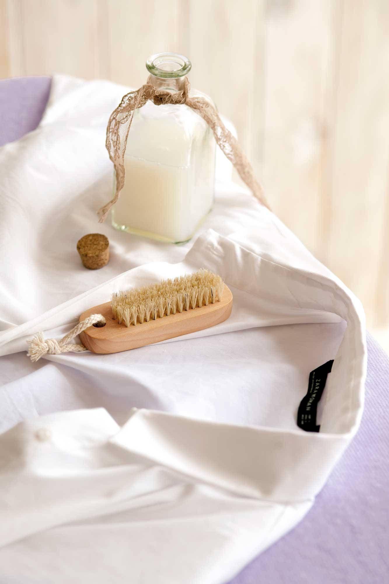 Cuellos Y Puños Impolutos Manchas De Sudor Como Lavar Ropa Blanca Quitar Manchas De Sudor