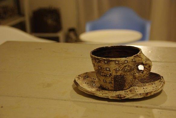 コーヒーカップとソーサーのセットです☆ソーサーをケーキ皿などにご利用いただいてもOKです!カップ:直径10cm×7㎝皿:18㎝|ハンドメイド、手作り、手仕事品の通販・販売・購入ならCreema。