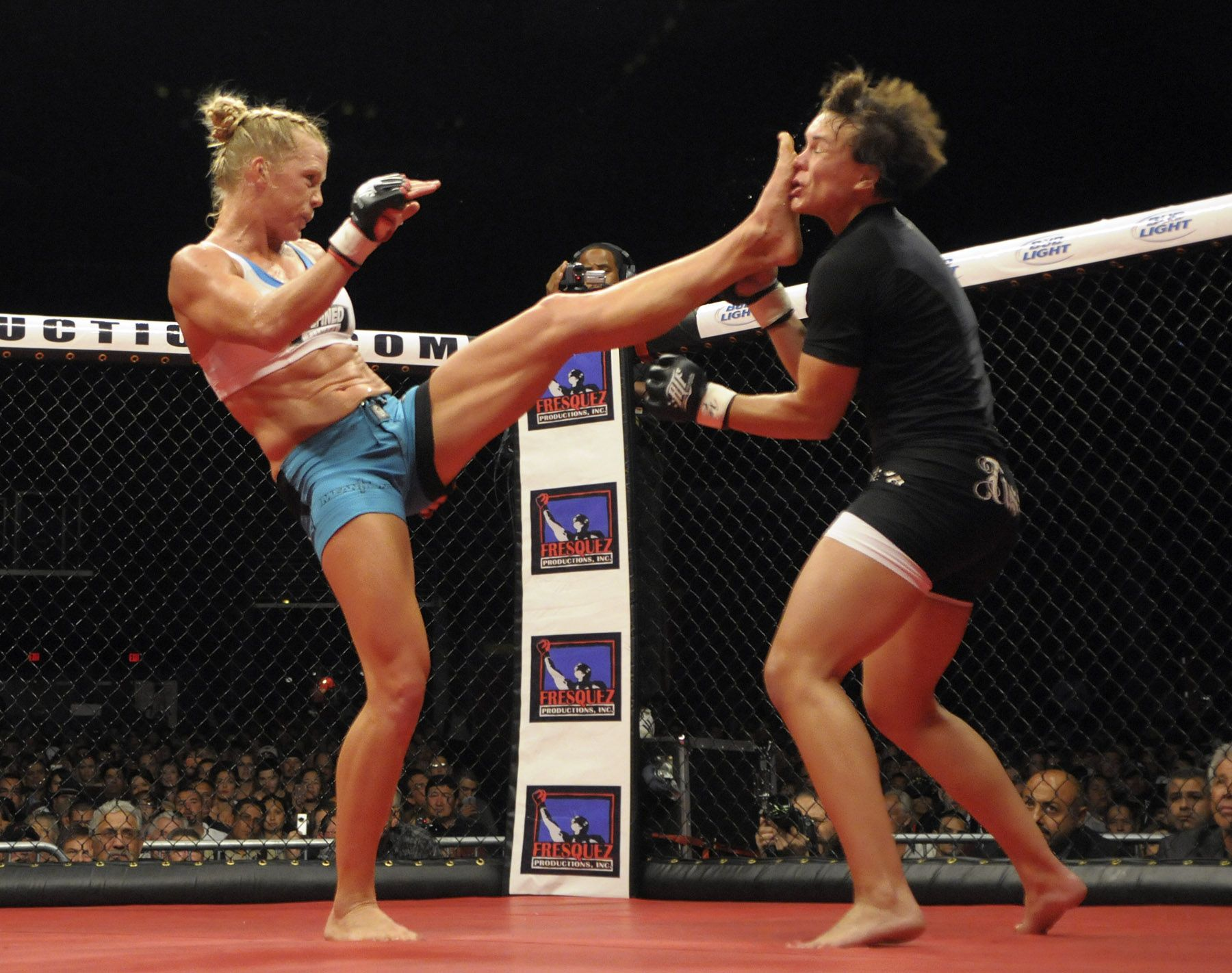 What Did The Foot Say To The Face Holly Holm Delivers A Devastating Kick Ufc Fighters Fight Training Mma Fighting