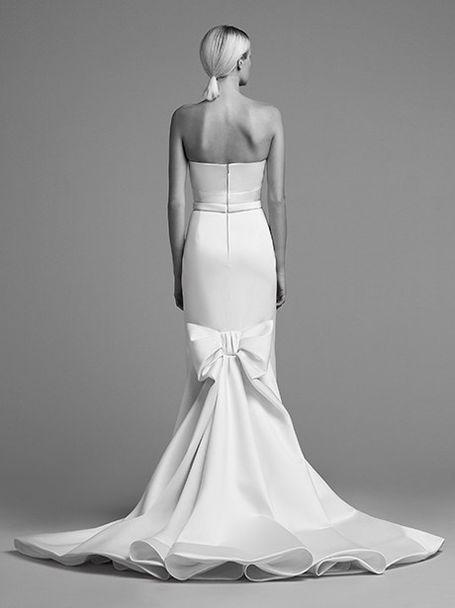 20 Romantic Wedding Hairstyles Wedding Dress Train Bow Wedding