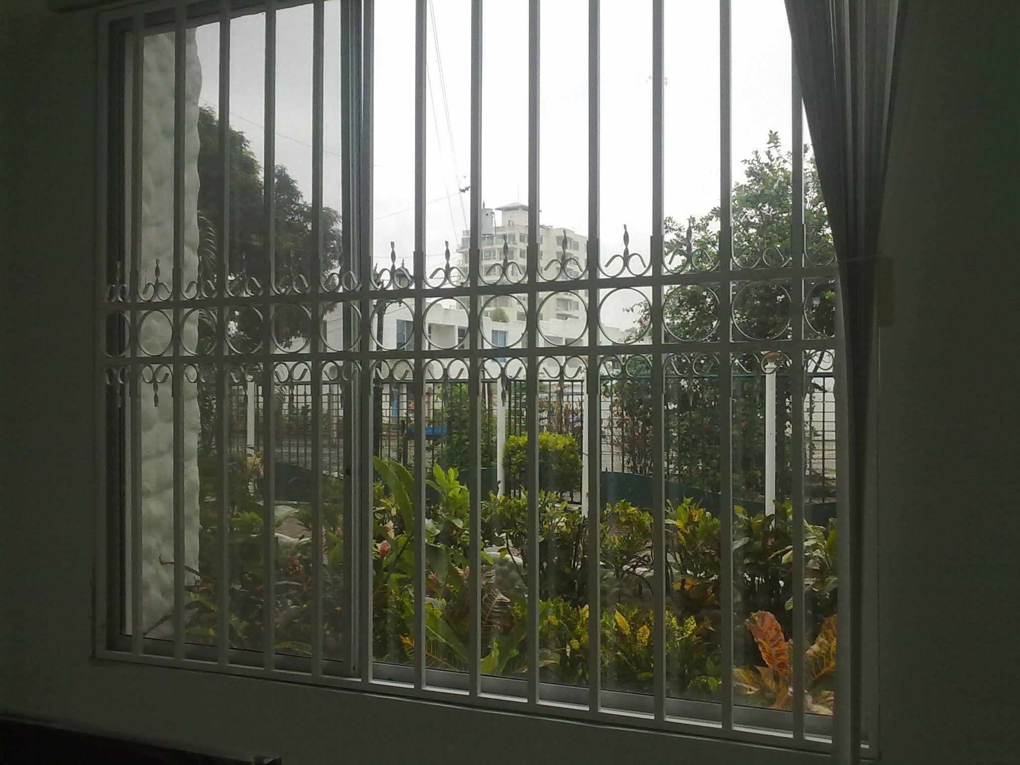 Rejas para ventanas en tubo cuadrado de 20x20x1.5   Rejas de ...