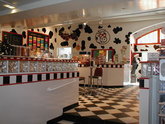 fifties ice cream parlor at imagine gift store blue cow. Black Bedroom Furniture Sets. Home Design Ideas