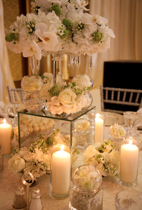 Crystals And Mirror Table Design Wedding Floral Centerpieces