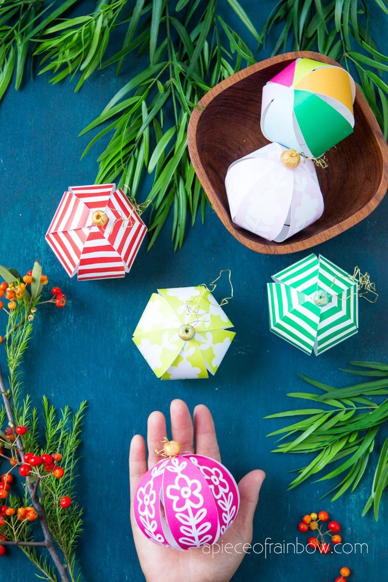 Beautiful Diy Paper Christmas Ornaments In 5 Minutes Paper Christmas Ornaments Christmas Crafts Handmade Christmas Decorations
