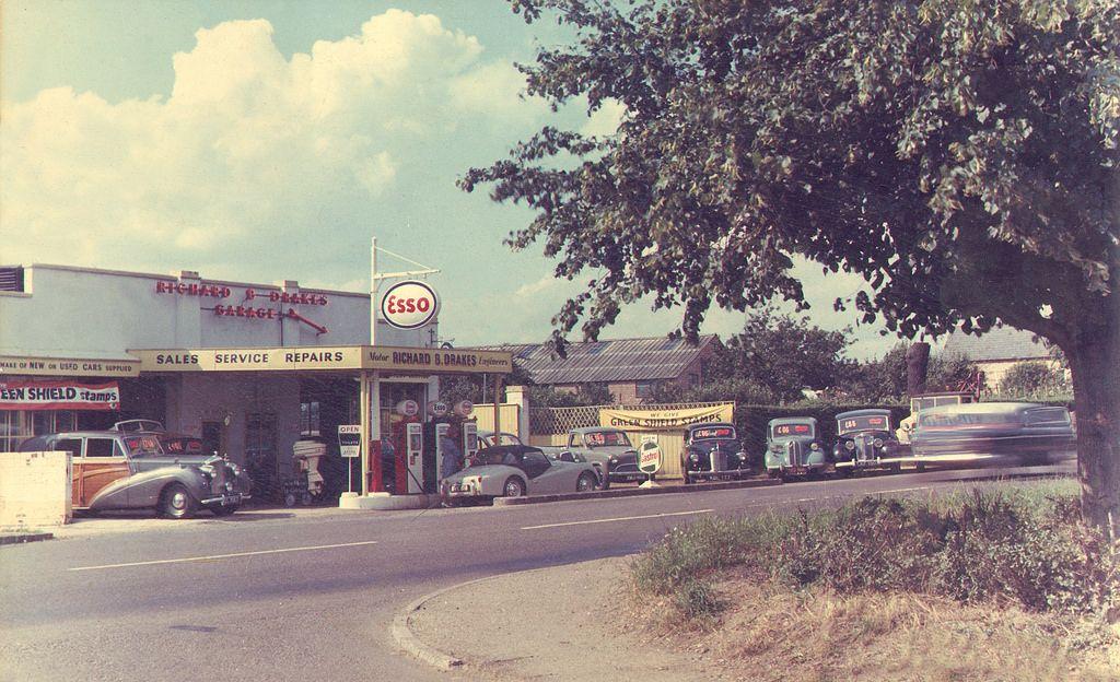 Esso Drakes Garage St Neots 1968