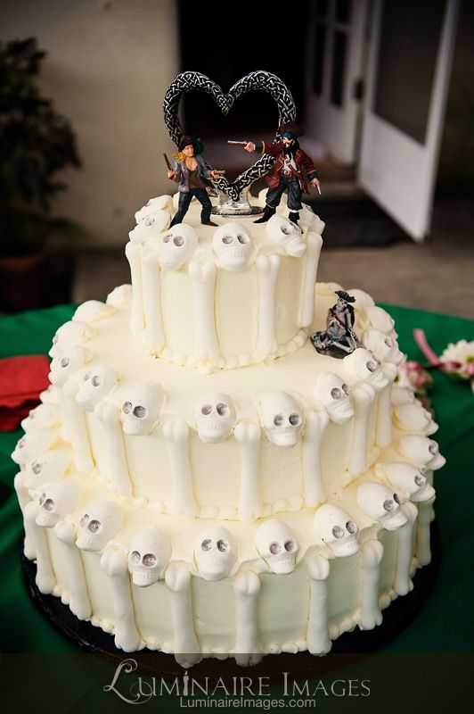 pirate wedding cake pirate themed wedding cake with skulls a bit 18620