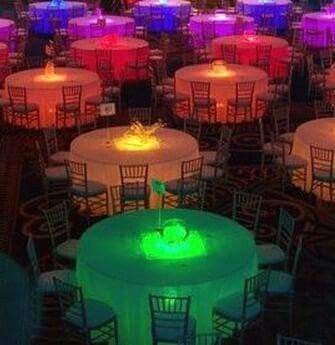 Luz  debajo de la mesa