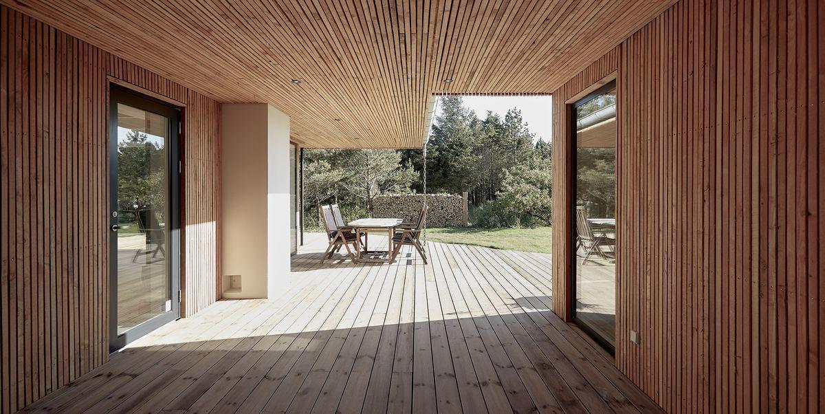 La casa in legno sulla costa danese che è un rifugio dal